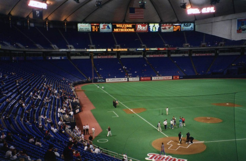 6_metrodome_pregame_view_behind_home_plate