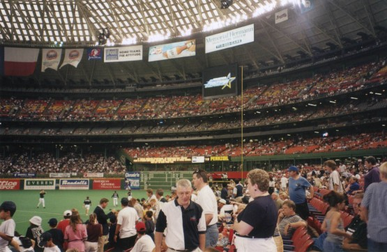 7_astrodome_first_base_side