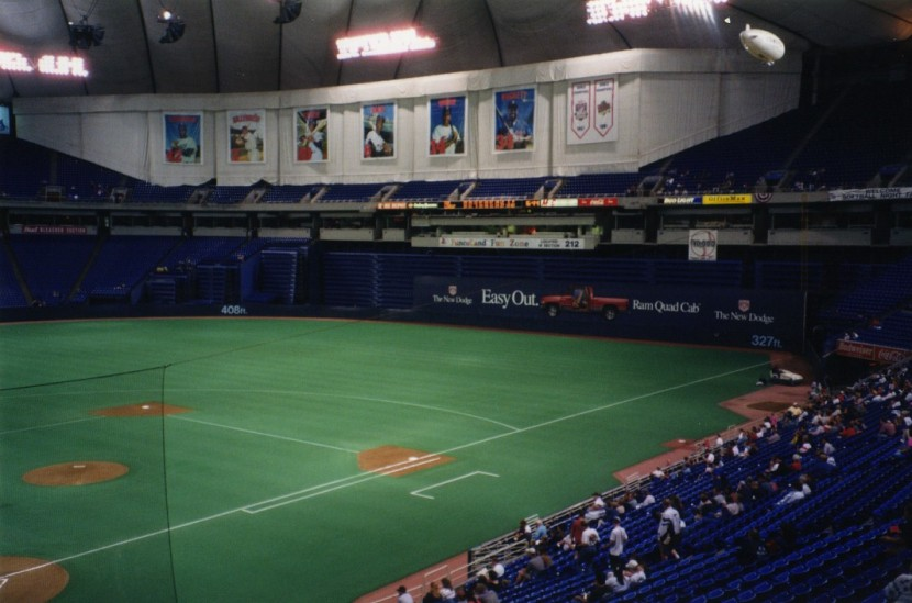 7_metrodome_pregame_view_behind_home_plate