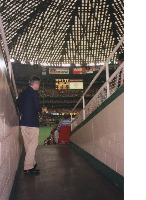 9_astrodome_tunnel_to_seats