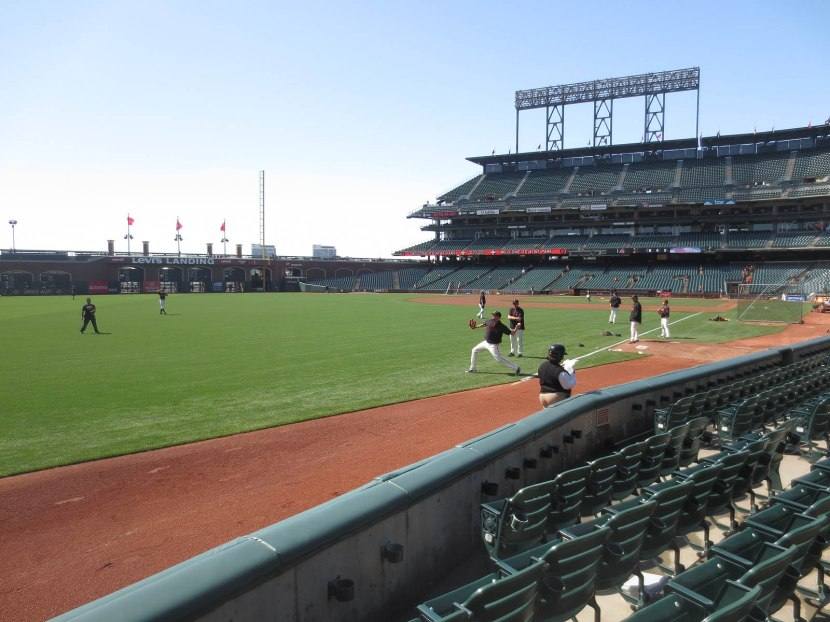20_giants_playing_catch_04_24_13