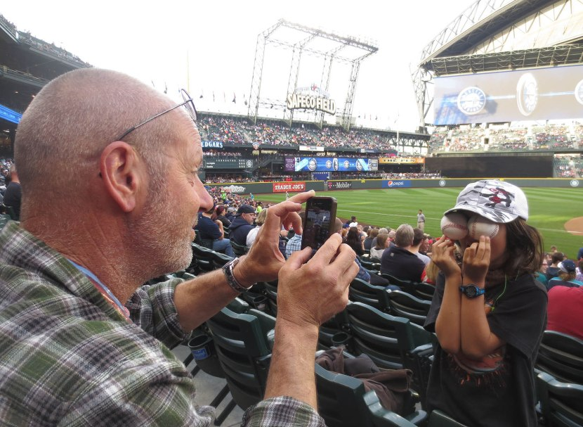 22_joe_photographing_booker_and_his_balls