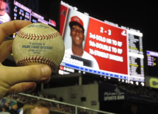 24_didi_gregorius_jumbotron_with_ball6515