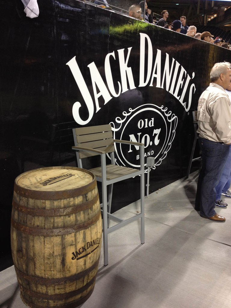 33_jack_daniels_barrel_and_logo