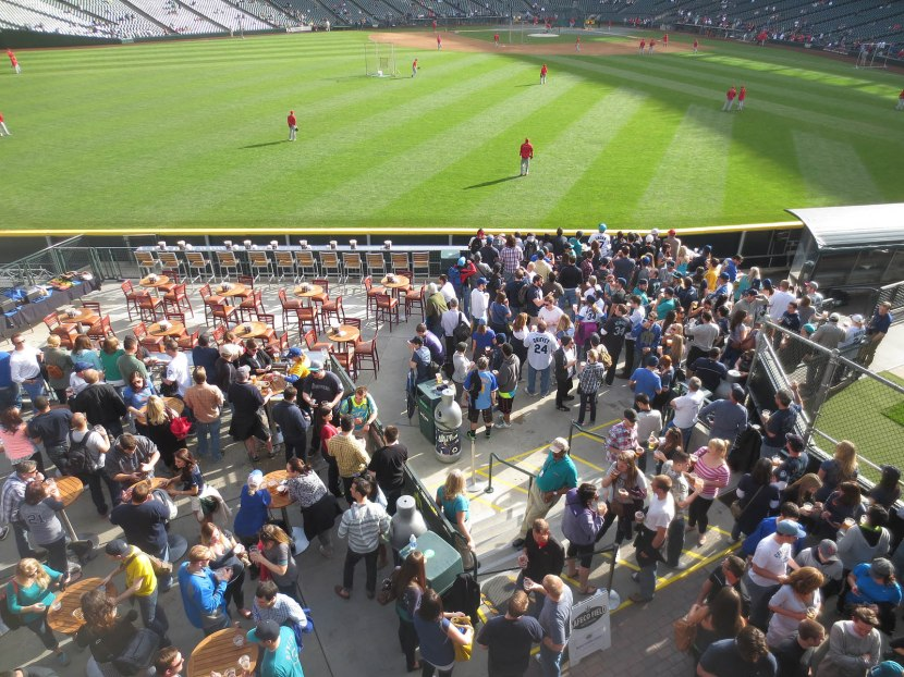 6_center_field_party_deck_crowded