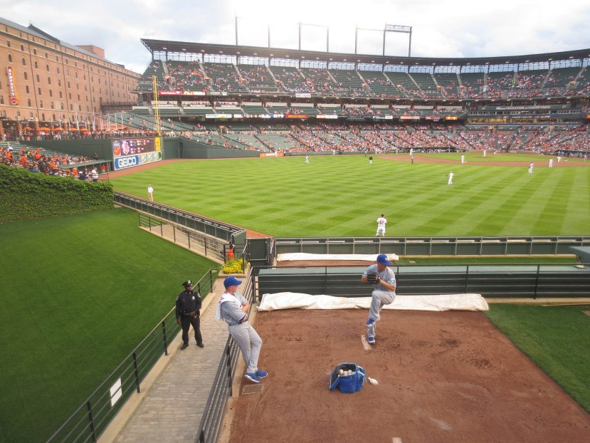 17_jeremy_guthrie_warming_up_with_ball6629