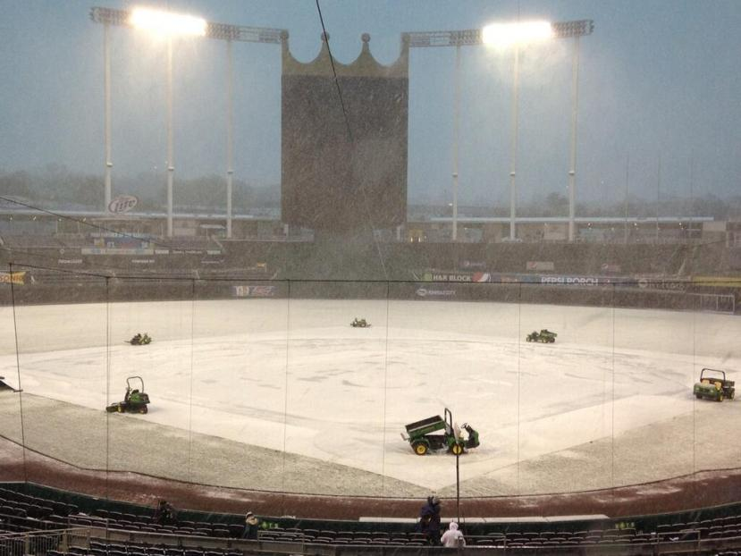 kauffman_stadium_snow