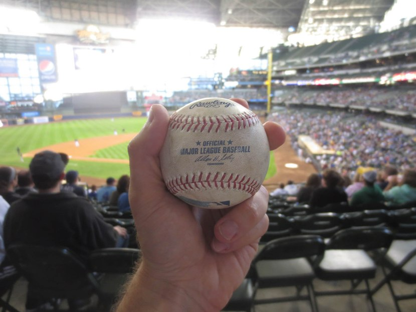 20_ball6729_josh_reddick_foul_ball