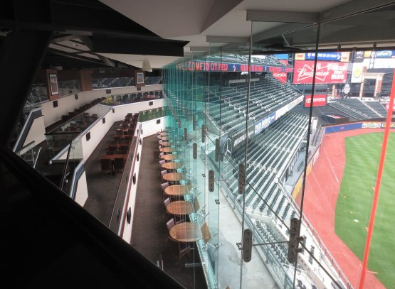 28_inside_the_acela_club