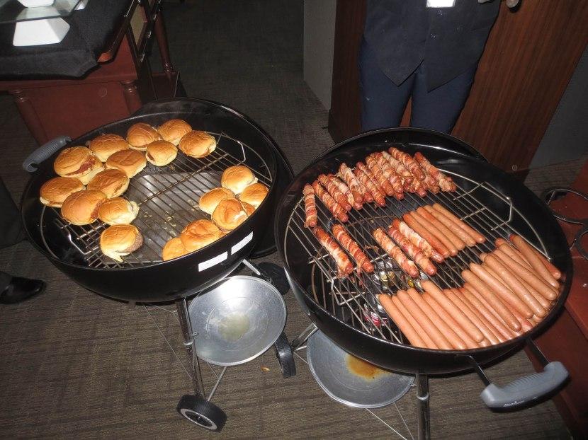 11_hyundai_club_dogs_and_burgers