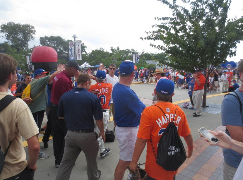 14_terry_collins_walking_through_the_crowd