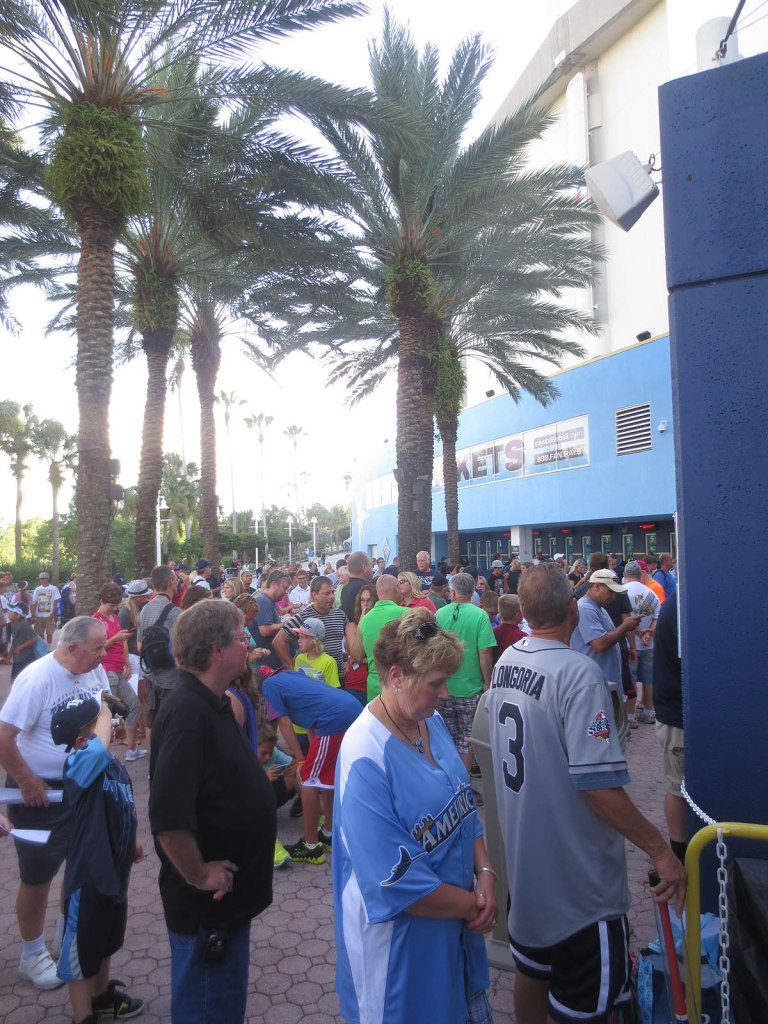 1_crowd_outside_tropicana_field_07_30_13