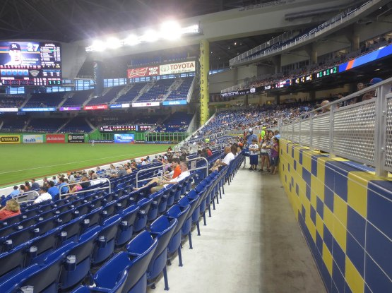 21_marlins_park_cross_aisle