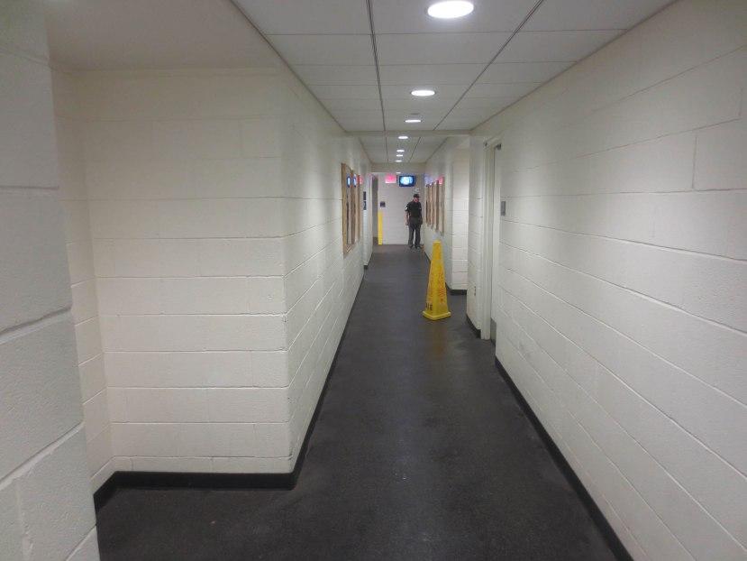22_umpire_tim_welke_in_the_hallway