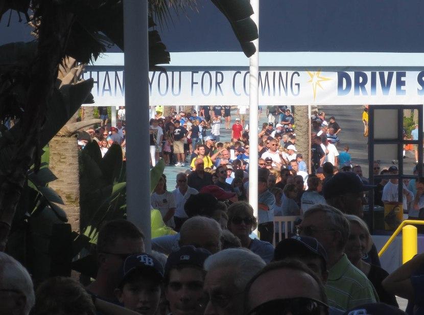 4_crowd_outside_tropicana_field_07_30_13