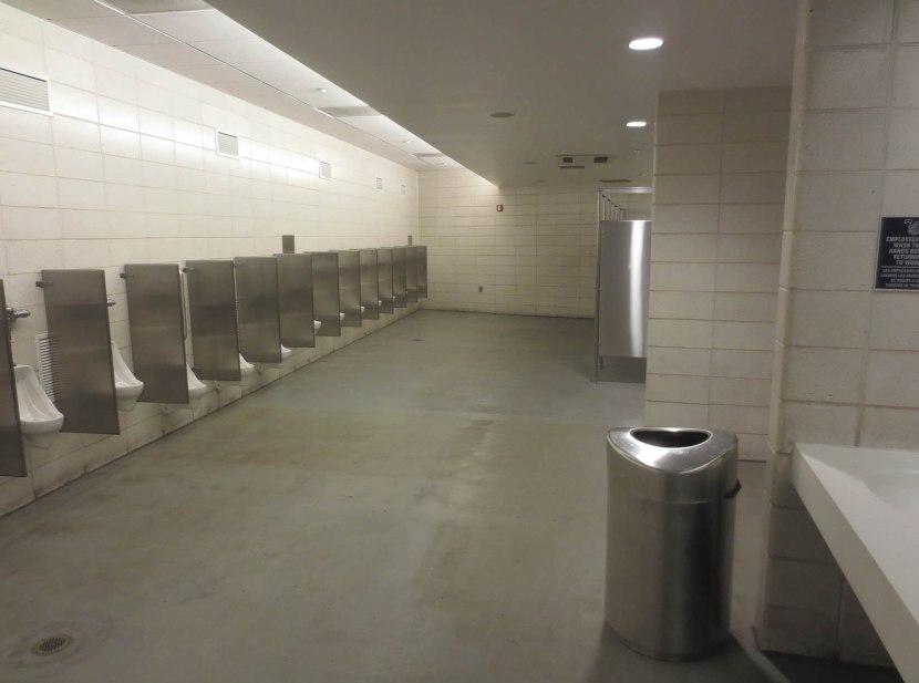 7_yankee_stadium_bathroom