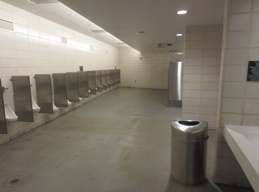 7_yankee_stadium_bathroom