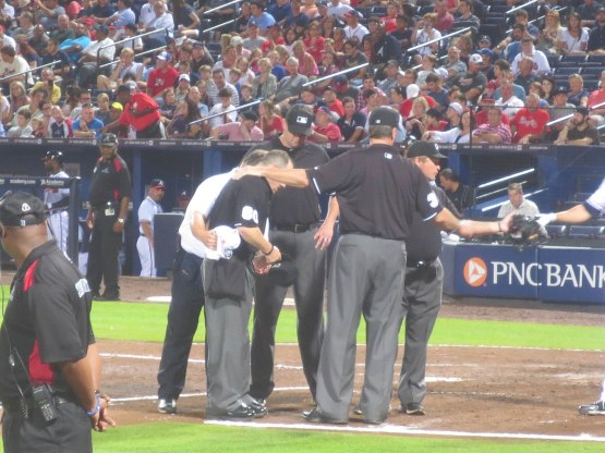 16_umpire_injury_delay_07_31_13