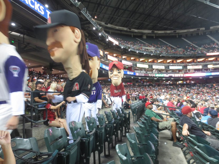 21_diamondbacks_mascots_aisle