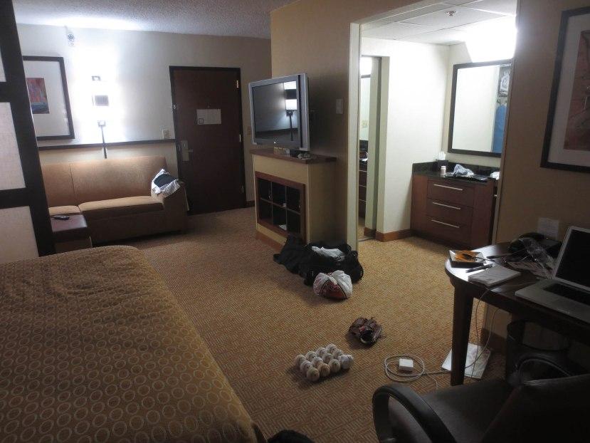 21_hotel_room_07_31_13