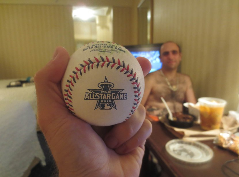 22_ball7000_in_hotel_room