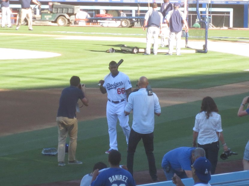 24_yasiel_puig_being_photographed