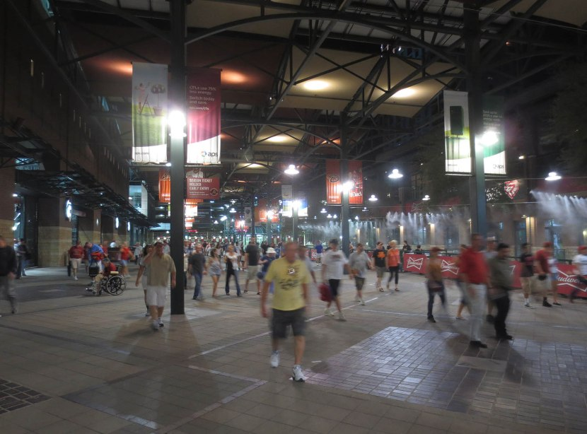 25_people_exiting_chase_field
