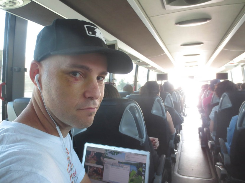 4_flyaway_shuttle_bus_08_09_13