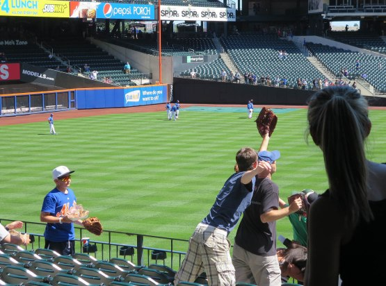 8_zack_catching_ball6985