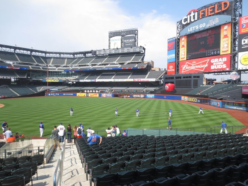 10_mets_playing_catch_09_12_13