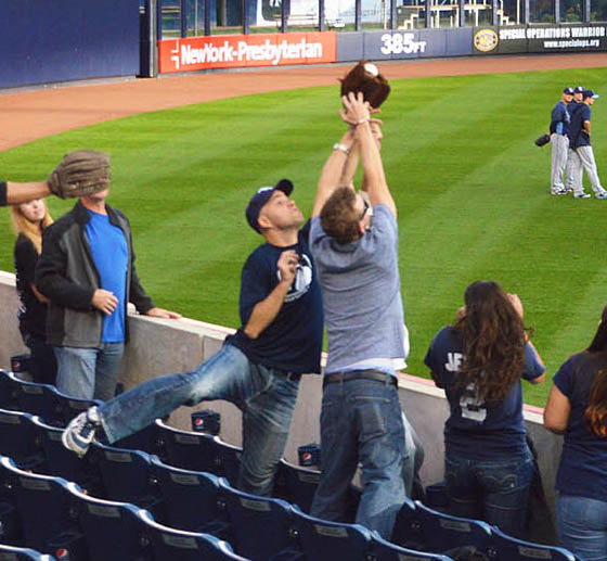 11_zack_catching_ball7121