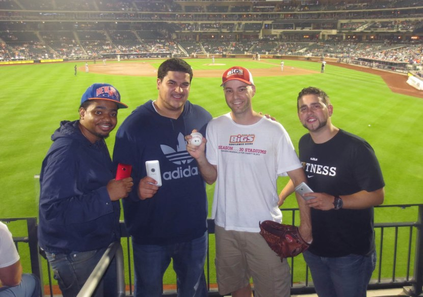 17_zack_with_fans_and_ball7055