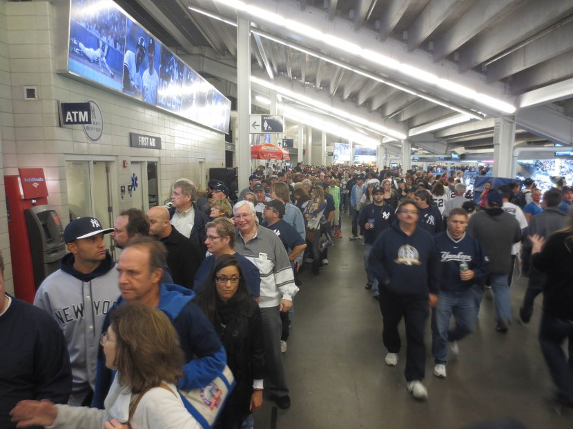 19_midgame_crowd_for_mariano_rivera_bobbleheads