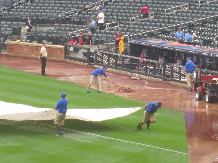 24_grounds_crew_at_work_09_12_13
