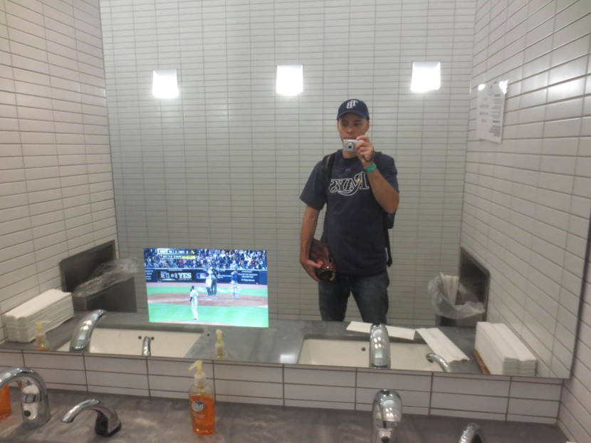 42_zack_dkny_lounge_bathroom_mirror