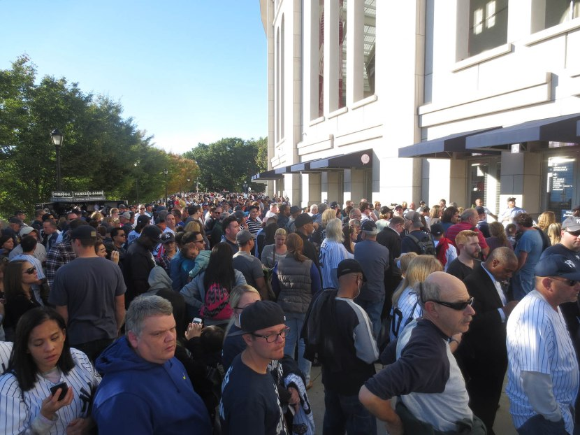 4_crowd_outside_stadium_for_mariano_rivera_bobbleheads