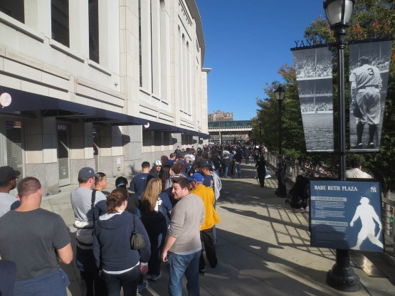 5_crowd_outside_stadium_for_mariano_rivera_bobbleheads