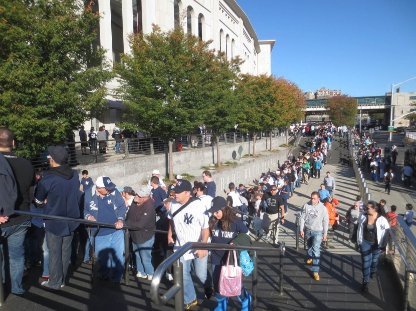 6_crowd_outside_stadium_for_mariano_rivera_bobbleheads