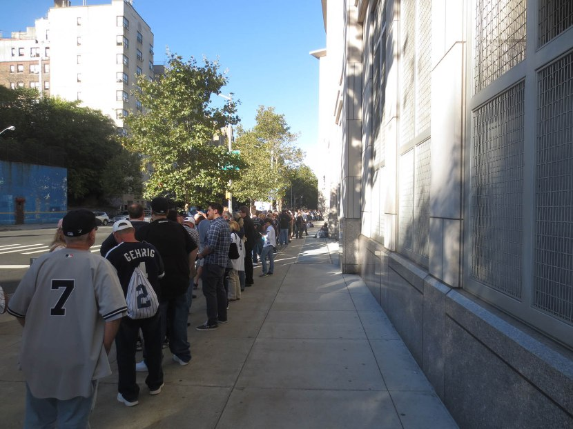 8_crowd_outside_stadium_for_mariano_rivera_bobbleheads