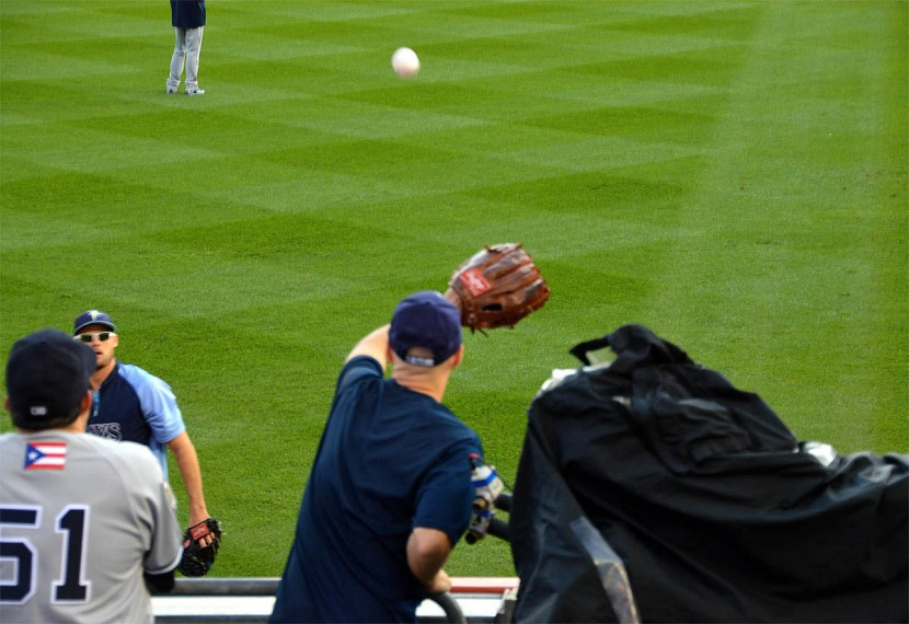 9_zack_catching_ball7119