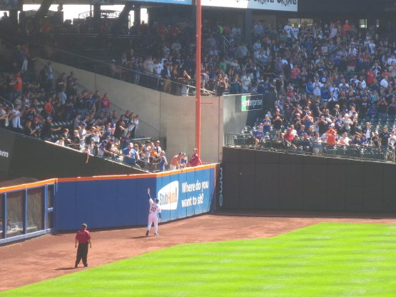 12_terry_collins_waving_to_fans