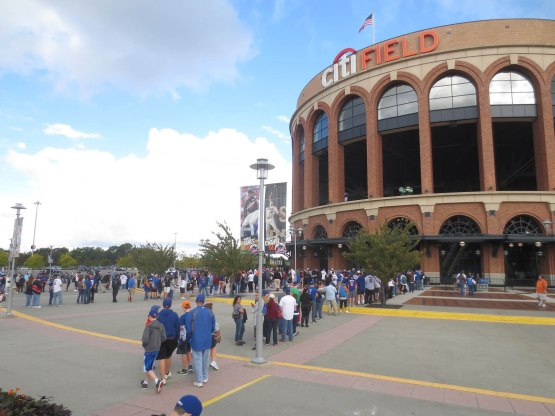 1_crowd_outside_citi_field_09_29_13
