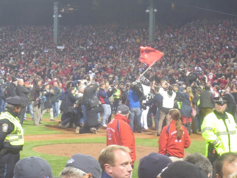 31_david_ortiz_waving_a_flag