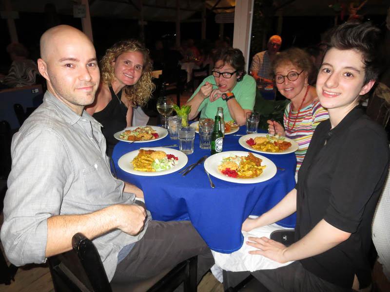 129_dinner_crowd