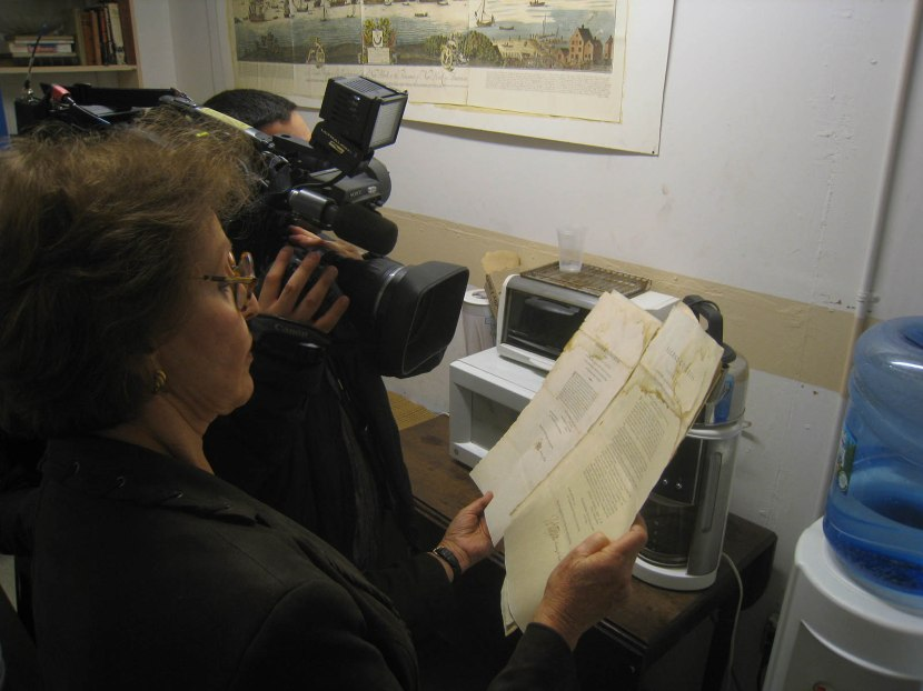 22_cbs_news_filming_frozen_thomas_jefferson_documents_on_the_fourth_floor