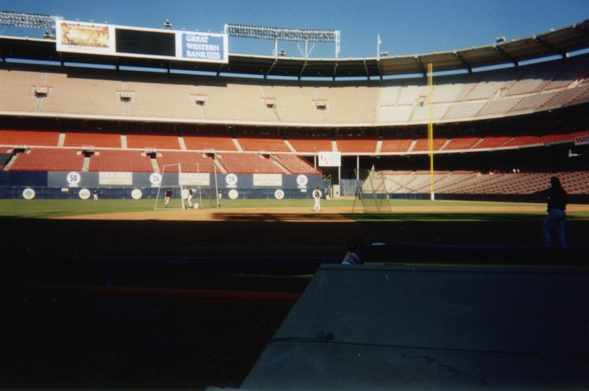 16_empty_seats_anaheim_stadium