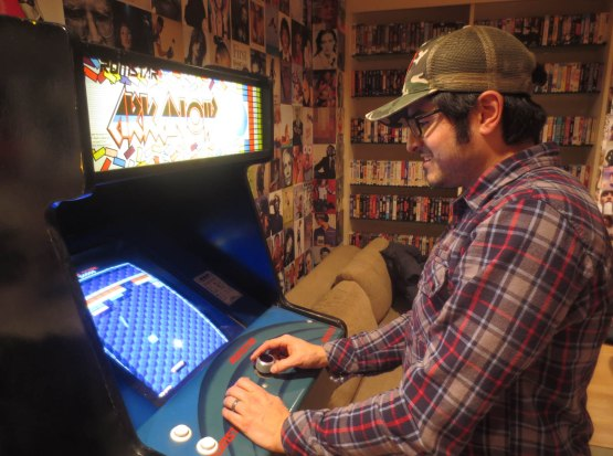 9_eric_playing_arkanoid