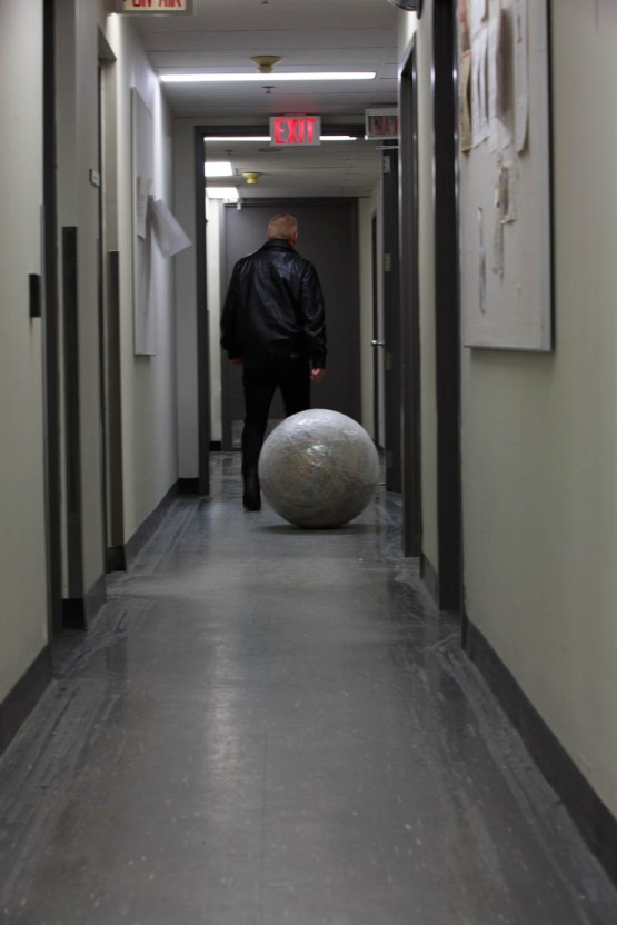 20_ds_ball_and_employee_in_hall