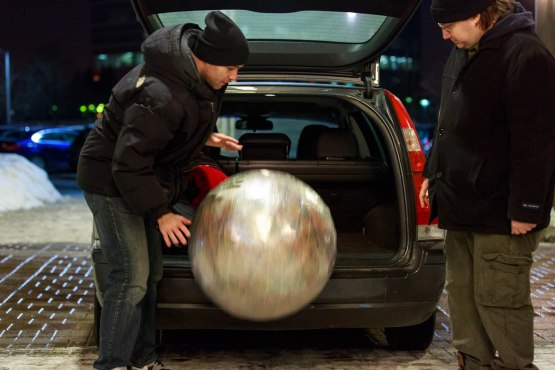 2_ds_rolling_the_rubber_band_ball_out_of_the_car