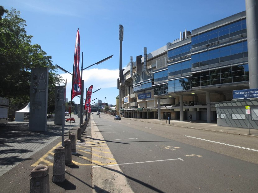 4_outside_the_sydney_cricket_ground